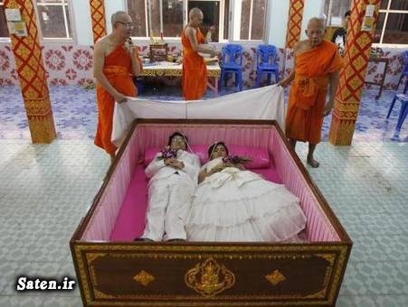 تصویر از عروس و داماد جوان با لباس عروسی در تابوت + عکس