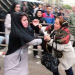 آبروریزی ، دعوا و کتک کاری شدید زنان برای دریافت سبد کالا + عکس