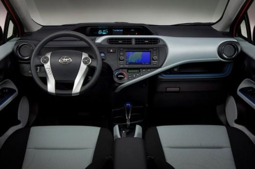 مشخصات toyota prius c کم مصرفترین خودرو قیمت toyota prius c بهترین خودرو toyota prius c