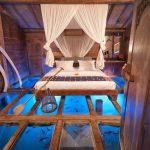 هتلی که اتاق خوابش بر روی آکواریوم ماهی بنا شده است + تصاویر