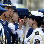 پلیس های زن در صف آرایش! + عکس