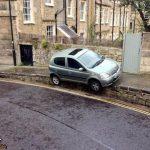 پارک کردنهای خندهدار در خیابانهای انگلیس + تصاویر