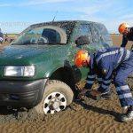 نتیجه بسیار تلخ بردن اتومبیل به ساحل!  + تصاویر