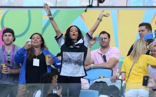 همسر ریحانا عکس ریحانا تماشاگران فوتبال بیوگرافی ریحانا Rihanna