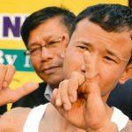 مردی با قویترین انگشت کوچک دنیا + عکس