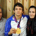 بیوگرافی حمید سوریان (قهرمان کشتی جهان) + عکس پدر و مادرش