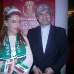 یک دیپلمات معروف ایرانی در بین تماشاچیان مسابقات والیبال در لهستان + عکس
