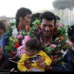 استقبال از قهرمان ملی ایران پشت وانت + عکس