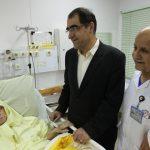 عیادت وزیر بهداشت از مادر حسن روحانی + عکس