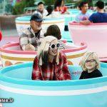 خواننده مشهور زن و پسرانش در دیزنی لند + عکس