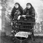 حرکات عجیب ناصرالدین شاه و دخترانش + عکس