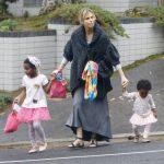واقعیت زندگی در آمریکا همسر شارلیز ترون نژاد پرستی در آمریکا نژاد پرستان نژاد پرست ترین مردم دنیا مهاجرت به آمریکا بیوگرافی شارلیز ترون بازیگر زن آمریکایی اخبار آمریکا آزادی در آمریکا